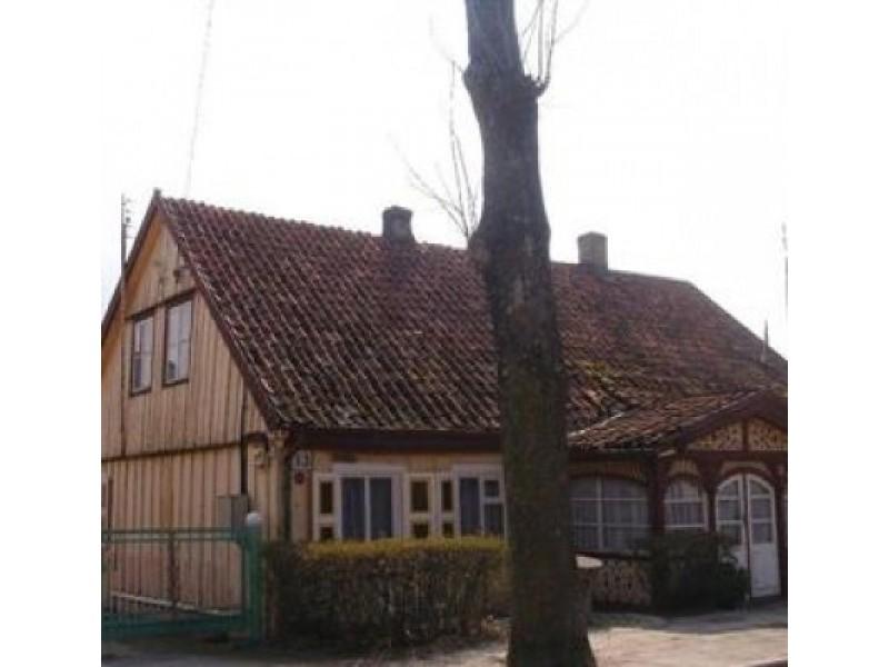 Namas J. Piktuižio g. 13 į Kultūros vertybių registrą įrašytas 1993 m. V. Norvaišienės nuotr.