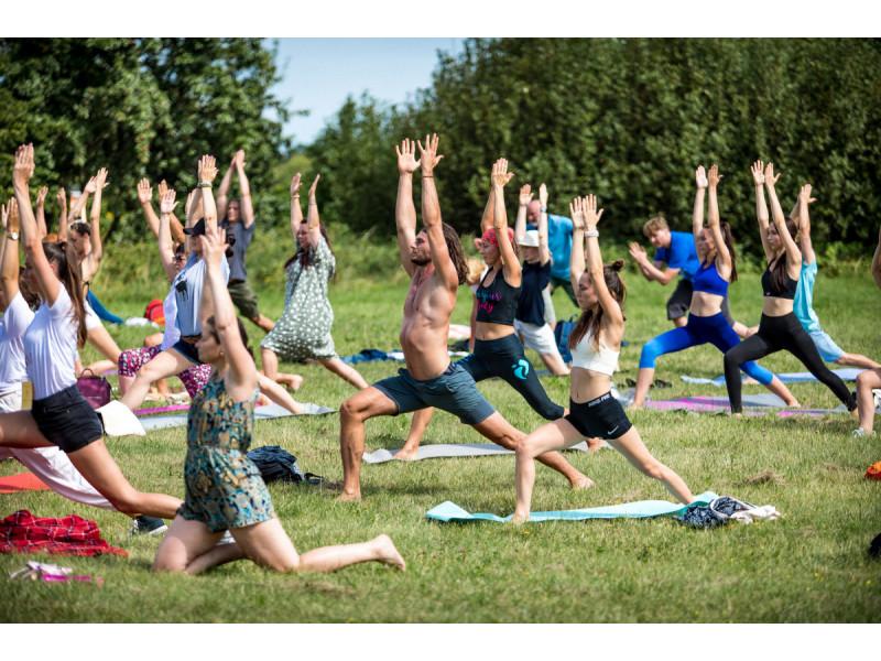 """Šeštus metus rengiamas nemokamas sveikatingumo, sporto ir meno festivalis """"1000 saulių"""" įvyks rugpjūčio 20-22 dienomis"""
