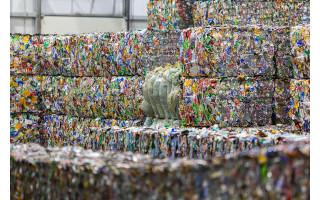 Gyventojai vasarą poilsiavo atsakingai – pajūryje grąžinta trečdaliu daugiau stiklinių užstato pakuočių