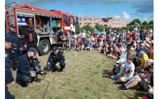 Ugniagesių pamokos jauniesiems stovyklautojams