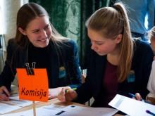 IV-okai gimnazistai – komisijos nariai.