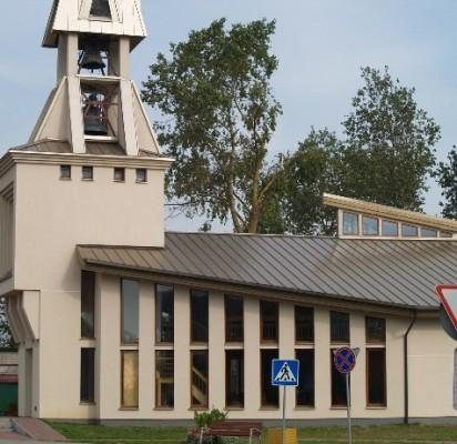 Trečiadienį buvo pastebėta, kad išdaužti naujosios Palangos evangelikų liuteronų bažnyčios langai.