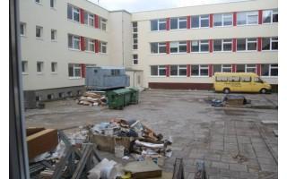 """Mokslo metų pradžia """"Baltijos"""" pagrindinėje mokykloje – nuklota dulkėmis"""