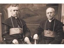 J.Galdikas (dešinėje) ir Telšių vyskupas Vincentas Borisevičius (XX a. 4 dešimtmetis).