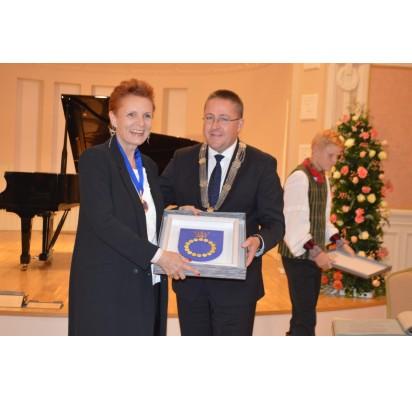 Malgožatai Omilanovskai įteiktos Palangos miesto garbės regalijos