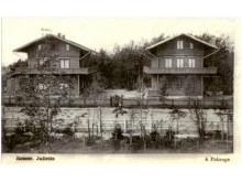 """Vilos """"Romeo"""" ir """"Džiuljeta"""", XX a. pirmoji pusė. Nuotrauka iš knygos Małgorzata Omilanowska """"Nadbałtyckie Zakopane. Połąga w czasach Tyszkiewiczów""""."""