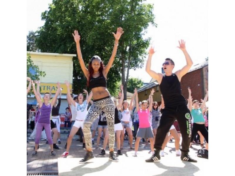 """Tarptautinis šokių festivalis """"Palangos ritmu"""" subūrė šokio mylėtojus"""