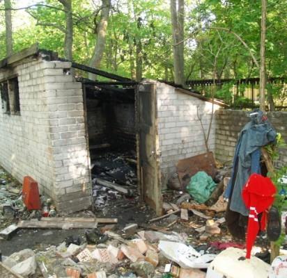 Spėjama, kad sandėliuką galėjo padegti jame būstą susiradę benamiai.
