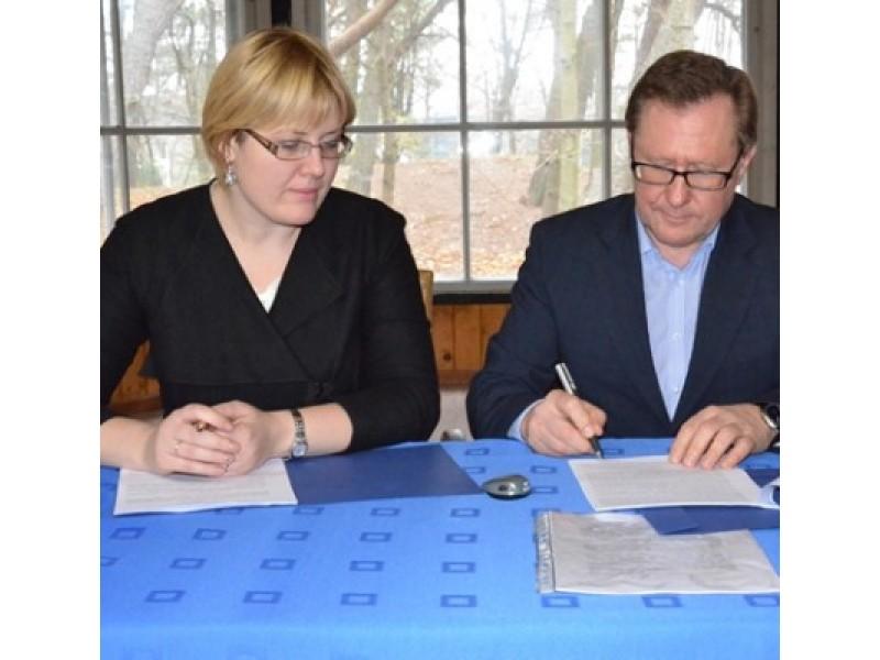 Rangos sutartį pasirašė A. Kilijonienė ir A. Kliukas.