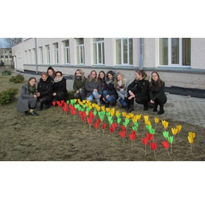 """Gimnazijoje pilietinė iniciatyva """"Žydėk, Lietuva"""""""