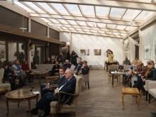 Į pristatymą susirinko Palangos kultūrai neabejingi žmonės bei RF generalinis konsulas Klaipėdoje V. Malyginas (centre).