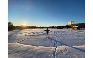 Vaikščiodami, bėgiodami, slidinėdami, čiuožinėdami ir net jodinėdami  Palangos gimnazistai Laisvės dienai įveikė 14 606 kilometrus ir 690 metrų (FOTO GALERIJA)