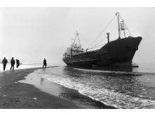 Laivas ant seklumos. 2000 m. V. Daraškevičiaus nuotr.