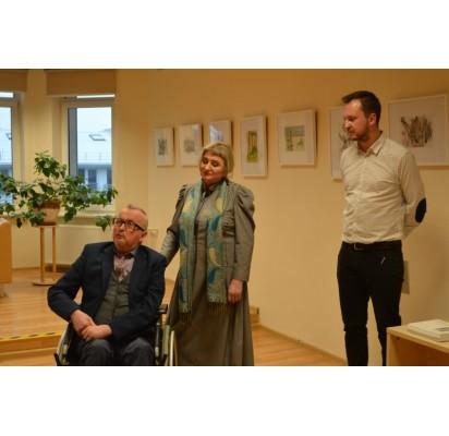 Parodą menininkui Juozui Griušiui pristatyti padėjo jo nuolatinė pagalbininkė žmona Nijolė ir sūnus Juozas.