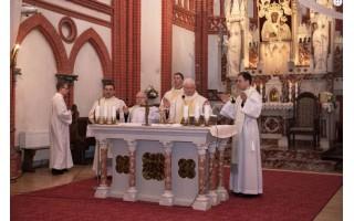 Palangos bažnyčioje konsekruotas naujas altorius