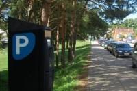 Už automobilių stovėjimą miesto gatvėse pradėta rinkti vietinė rinkliava