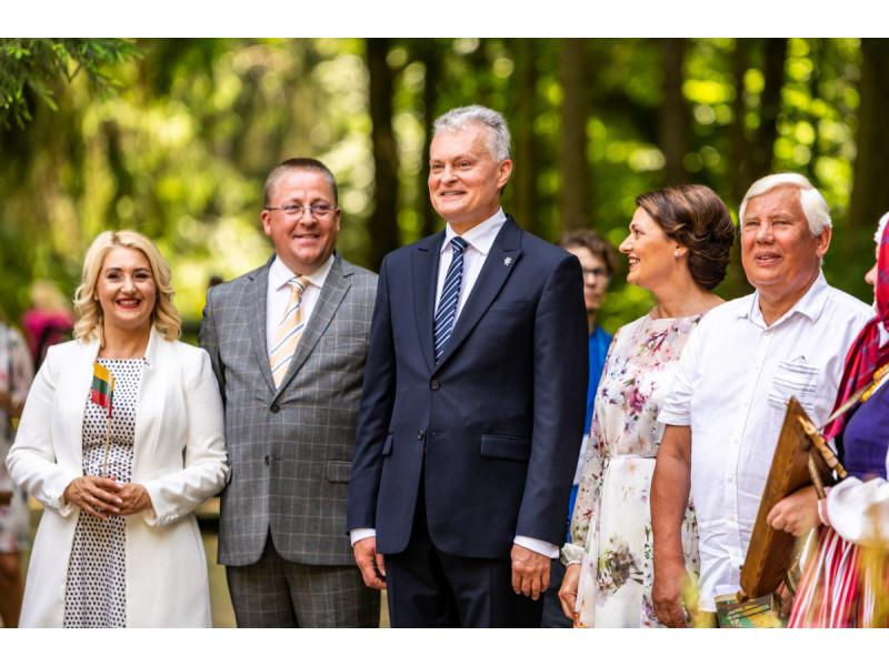 Domo Rimeikos nuotraukoje: Palangos meras Šarūnas Vaitkus pasitinka Prezidentą Gitaną Nausėdą
