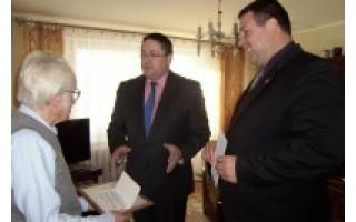 Pasveikino naująjį Palangos miesto garbės pilietį J. Brindzą