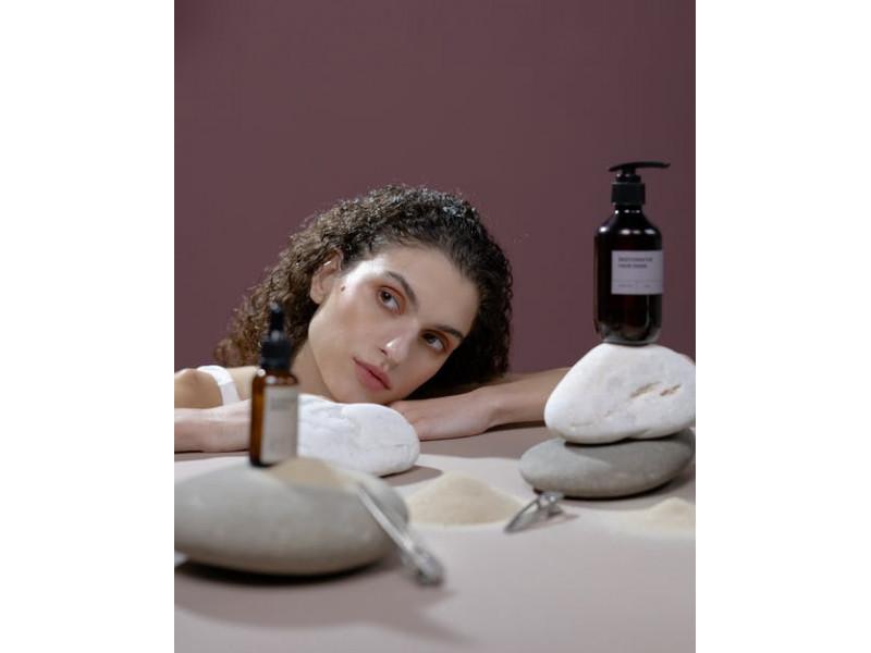 Kokybiškas plaukų aliejus yra išties svarbi šios kūno vietos priežiūros dalis