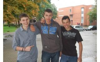 Po apsilankymo Anglijoje trijų draugų apsisprendimas joje studijuoti sustiprėjo
