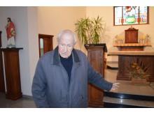 Su architektu Leonu Laimučiu Mardosu, kūrusiu bažnyčios projektą, apžiūrėjome maldos namus.