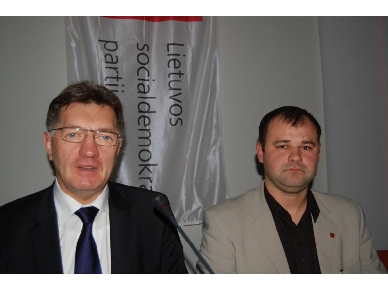 LSDP pirmininkas Algirdas Butkevičius su LSPD Palangos skyriaus pirmininku Danu Palucku.