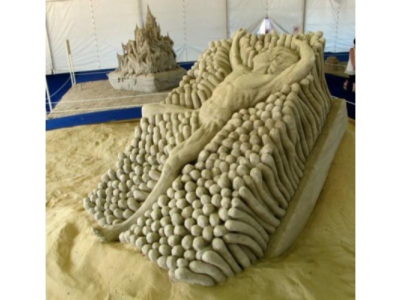 """Pernai rudenį A. Petkaus ir olandės S. Ruseler smėlio skulptūra """"Koralinis šepetys"""" Šiaurės Amerikos smėlio skulptūrų čempionate dvejetų grupėje užėmė 4 vietą."""