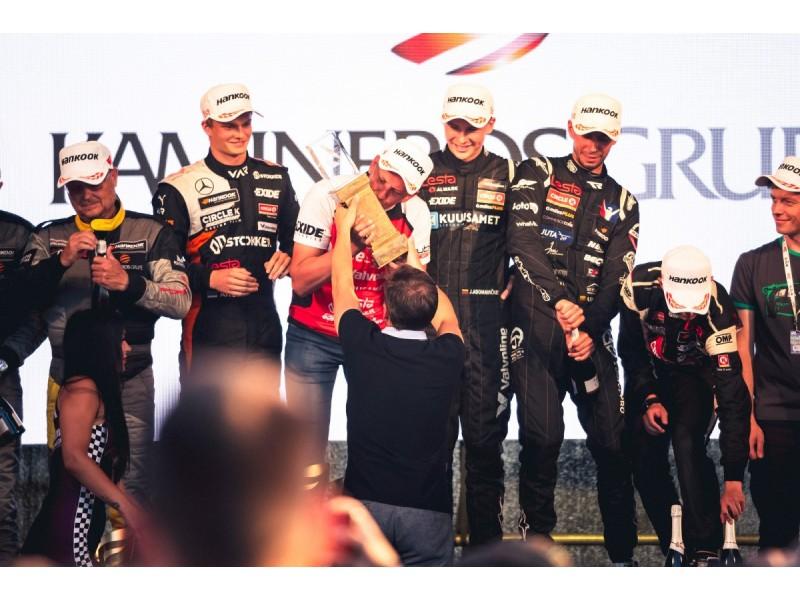 """21-osios """"Aurum 1006 km lenktynės"""" Palangoje paneigė mitą - jas laimėjo ir pernai čia pergalę šventusi komanda"""