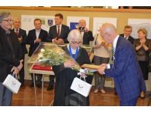 Seimo narys Antanas Vinkus pasveikino Palangos ir Šventosios menininkus.