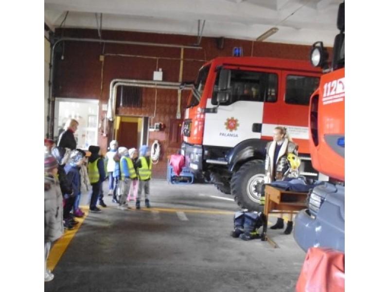 """""""Ąžuoliuko"""" darbuotojai ir vaikai dalyvavo priešgaisrinės saugos mokymuose"""