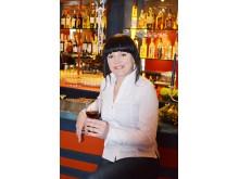 """Naujosios kavinės šeimininkė Inga Malinauskienė nestokoja idėjų ir tikisi, kad """"Klasiką"""" pamėgs ir miestelėnai, ir kurorto svečiai."""