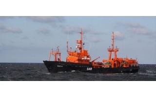 """Laivas """"Šakiai"""" vykdo jūroje prie Būtingės išsiliejusių teršalų likvidavimo operaciją"""