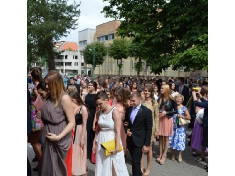 Palangos senoji gimnazija atsisveikino su 74-ąja abiturientų laida