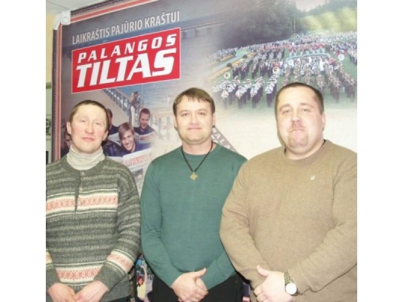 """Sambūrio """"Būkime vieningi"""" nariai O. Titorenko, V. Želvys ir V. Lekstutis kviečia ne švęsti, o paminėti žemaičių krikšto jubiliejų."""