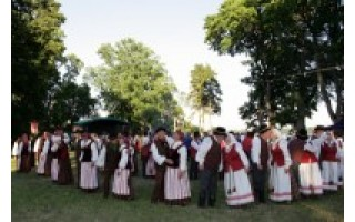 """""""Idant lietuviška daina garsiau skambėtų, idant tautinis šokis kuo smagiau širdį užgautų!"""""""