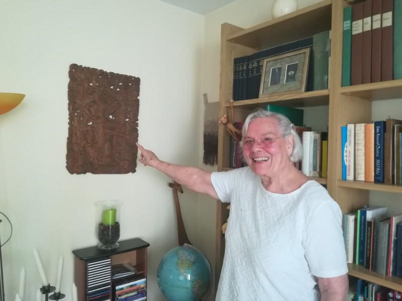 Visuomet puikią nuotaiką skleidžianti Doris itin didžiuojasi tėvelių saugotais meno kūriniais, kuriuos ji atsivežė ir į Palangą.