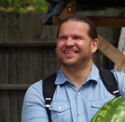 Nerijus Stasiulis iki šiol darbuojasi vadybininku Palangos kultūros ir jaunimo   centre.