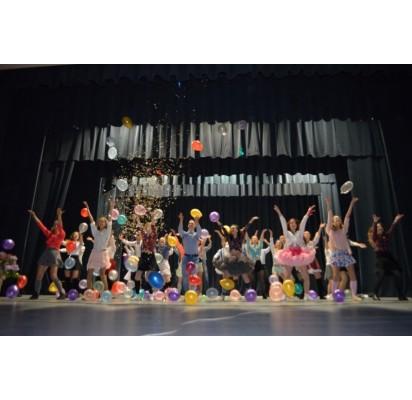 """Finalinis pasirodymas – vienuoliktokų parengtas ,,LXXV laidos miuziklas"""". E. Balkaitytės nuotr."""