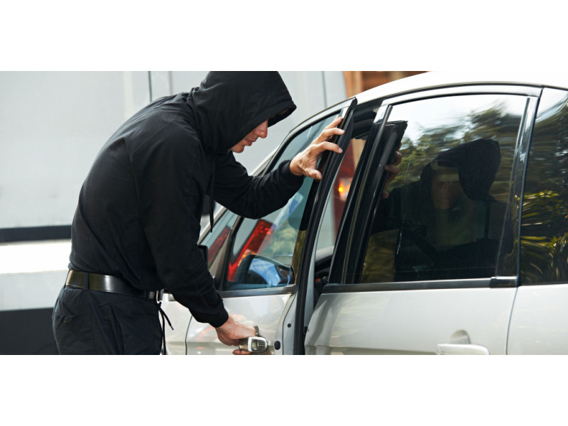 Palangoje, prekybos centro automobilių stovėjimo aikštelėje, pastebėta, kad dingo automobilyje palikta kuprinė, kurioje buvo apie 200 eurų, kvepalai, kitų daiktų