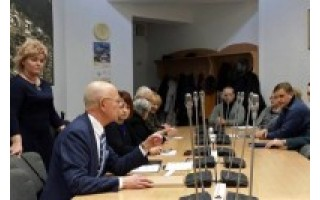 """Seimo narys Antanas Vinkus vizitavo miesto įmones, apsilankė """"Santarvės"""" susirinkime"""