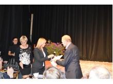 G. Krasauskienė teikia padėką A. Karačionkai.