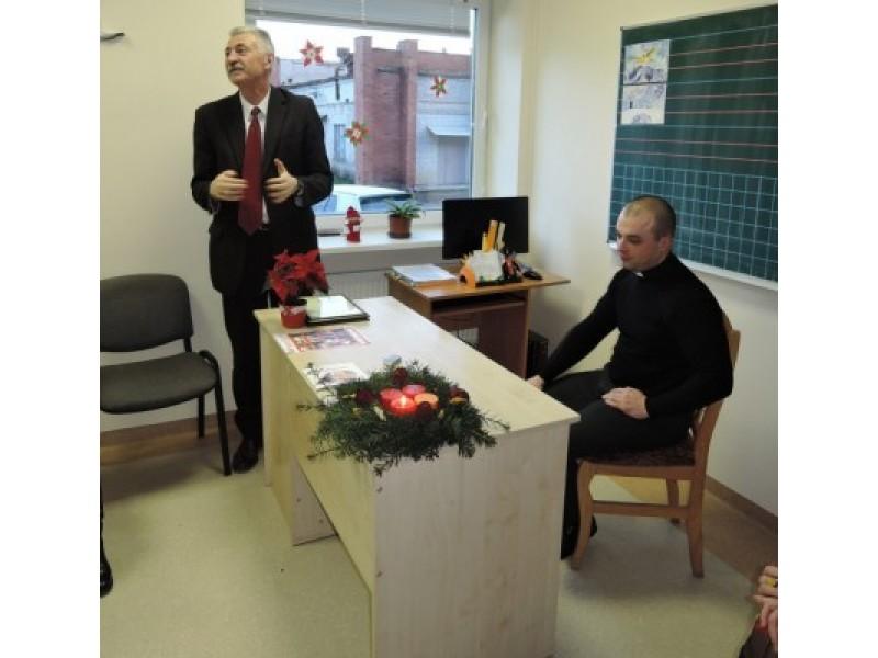 Palangos sanatorinės mokyklos direktorius Alvydas Milinis (kairėje); Palangos Švč. Mergelės Marijos ėmimo į dangų parapijos kunigas Romas Starkutis.