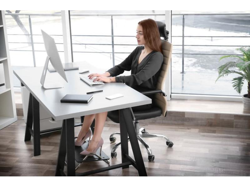 Kaip išsirinkti geriausią kompiuterio stalą internetu?