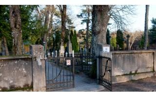 Kodėl nėra tualetų prie senųjų kapinių?