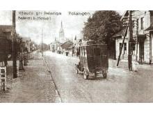 """Liepojos (dabartinės Vytauto g.) gatvės fragmentas. XX a. pradžia. Iš """"Lietuva senose fotografijose""""."""