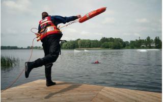 Palangos ugniagesiai įspėja: būkite atsargūs prie vandens