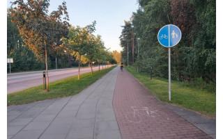 Kurorto gyventoja to dar nebuvo mačiusi: toje pat vietoje stovi trys skirtingi kelio ženklai