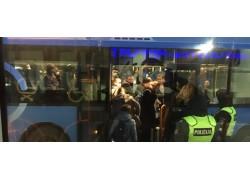 """Į Palangos oro uostą grįžę lietuviai: """"Jaučiamės kaip gyvuliai"""""""