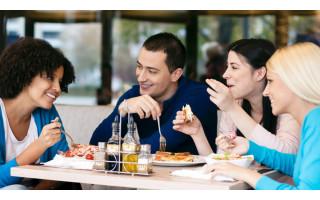 Restoranuose drastiškai trūksta darbuotojų: sugrįžusieji iš prastovų susirenka išmokas ir patraukia kitur
