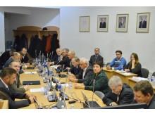 """Sprendimas dėl E. Rimkaus nepriimtas: aštuoni Tarybos nariai balsavo """"už"""", penki – """"prieš"""" ir tiek pat susilaikė."""